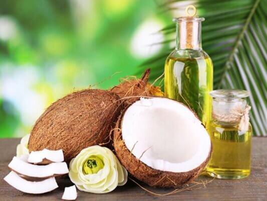 Dầu dừa là một trong số nguyên liệu dùng để thoa lên vùng da bị rạn
