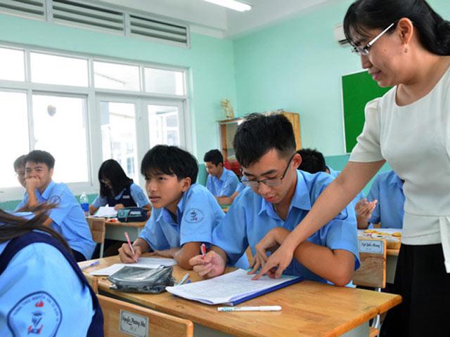 Nhiều người quan điểm rằng người giáo viên cũng rất cần chăm sóc ngoại hình để trông ưa nhìn, chỉn chu nhất có thể