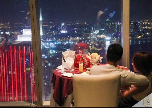Anh Hải và chị Huyền đi ăn tối sau bao năm không nói chuyện.