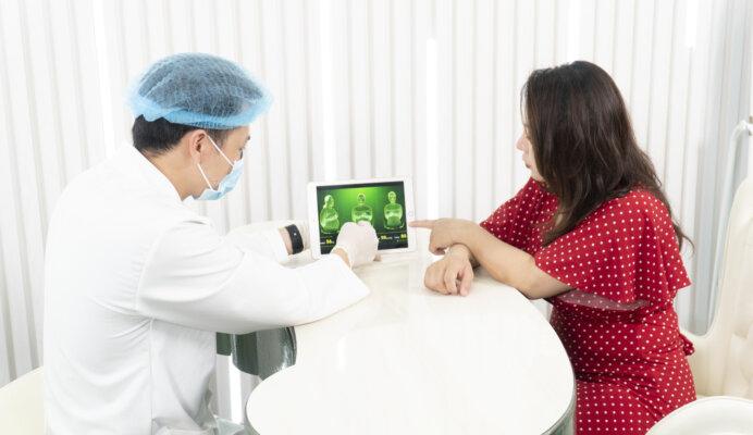 Hình ảnh chị Thu Hoài trong ngày đầu tiên thăm khám tình trạng béo bụng sau sinh ở Venus by Asian